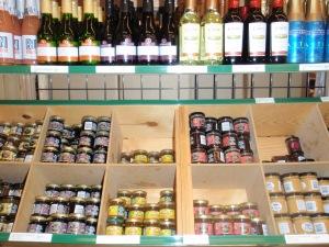 Mini jars of jams & mini wines, so cute!!